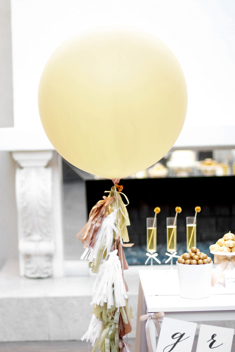 How+To+Make+Balloon+Tassels